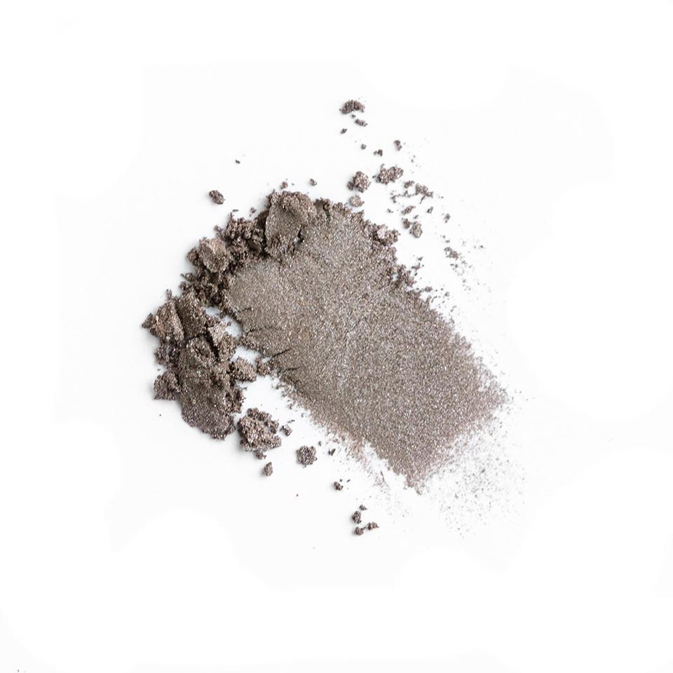 iamklean compact eyeshadow smudge grateful websize witte achtergrond